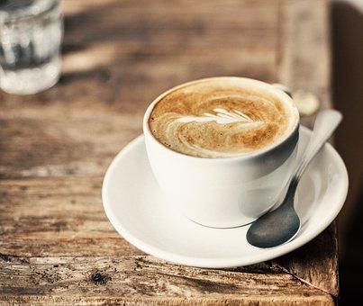 Puistossa on mahdollisuus pitää leppoisa tauko kahviossamme, jossa on myös viihtyisä terassi. Meiltä saat tuoretta kahvia ja pullaa, sekä pientä suolaiseen nälkään.