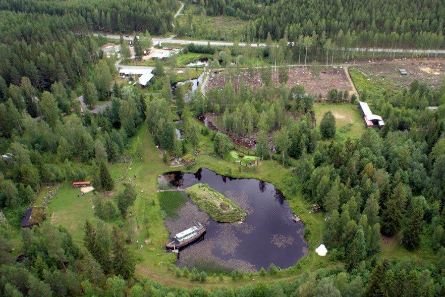 Hyvän sijaintinsa vuoksi Ysitien Lemmikki on mainio kohde luokkaretkeläisille ja muille ryhmille. Muutaman kilometrin päässä sijaitseva Nokkakiven huvipuisto on halutessaan helppo yhdistää samalle retkipäivälle.